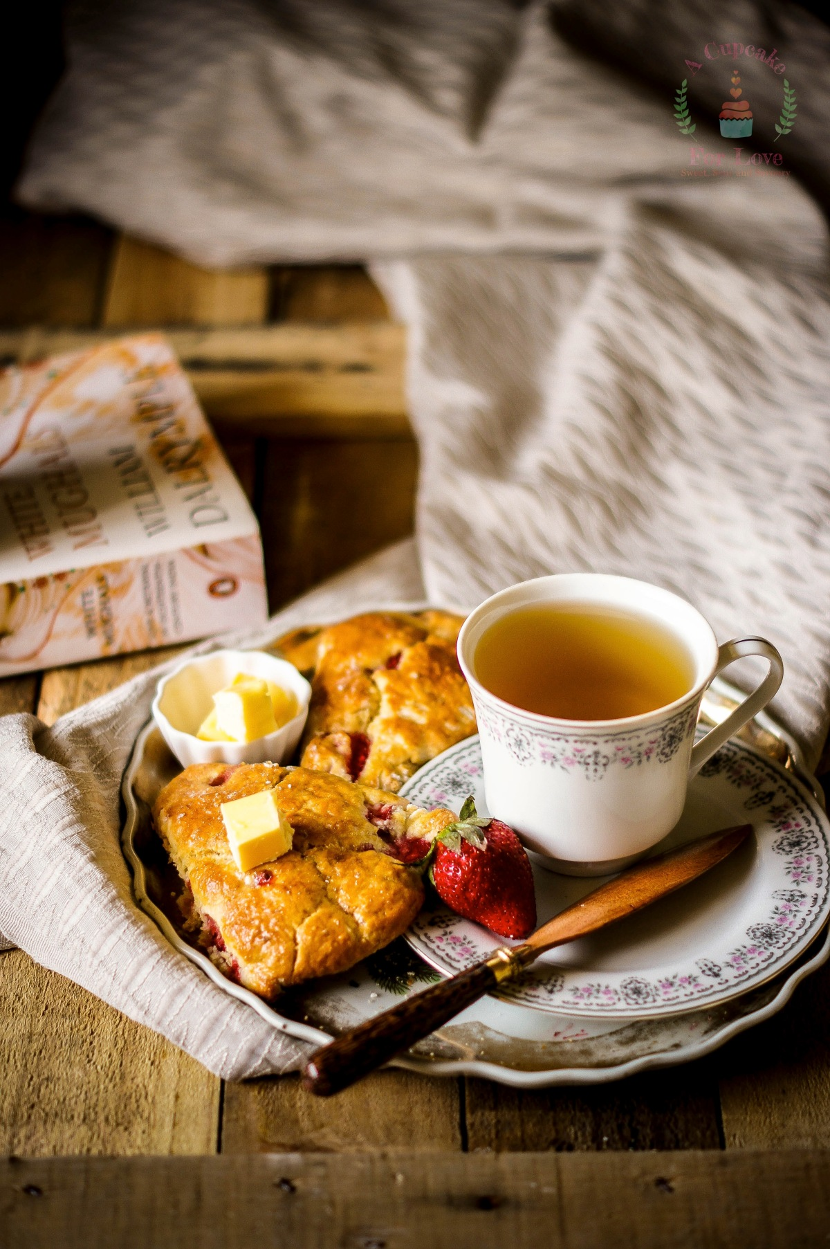 Strawberry Scones – Breakfast with Tea