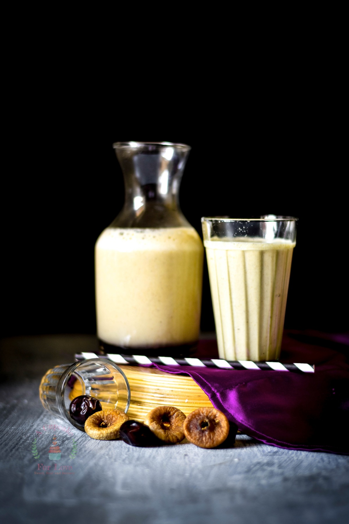 Dry Fig, Dates and Saffron – Oats Smoothie – Super healthy kick start to the day!