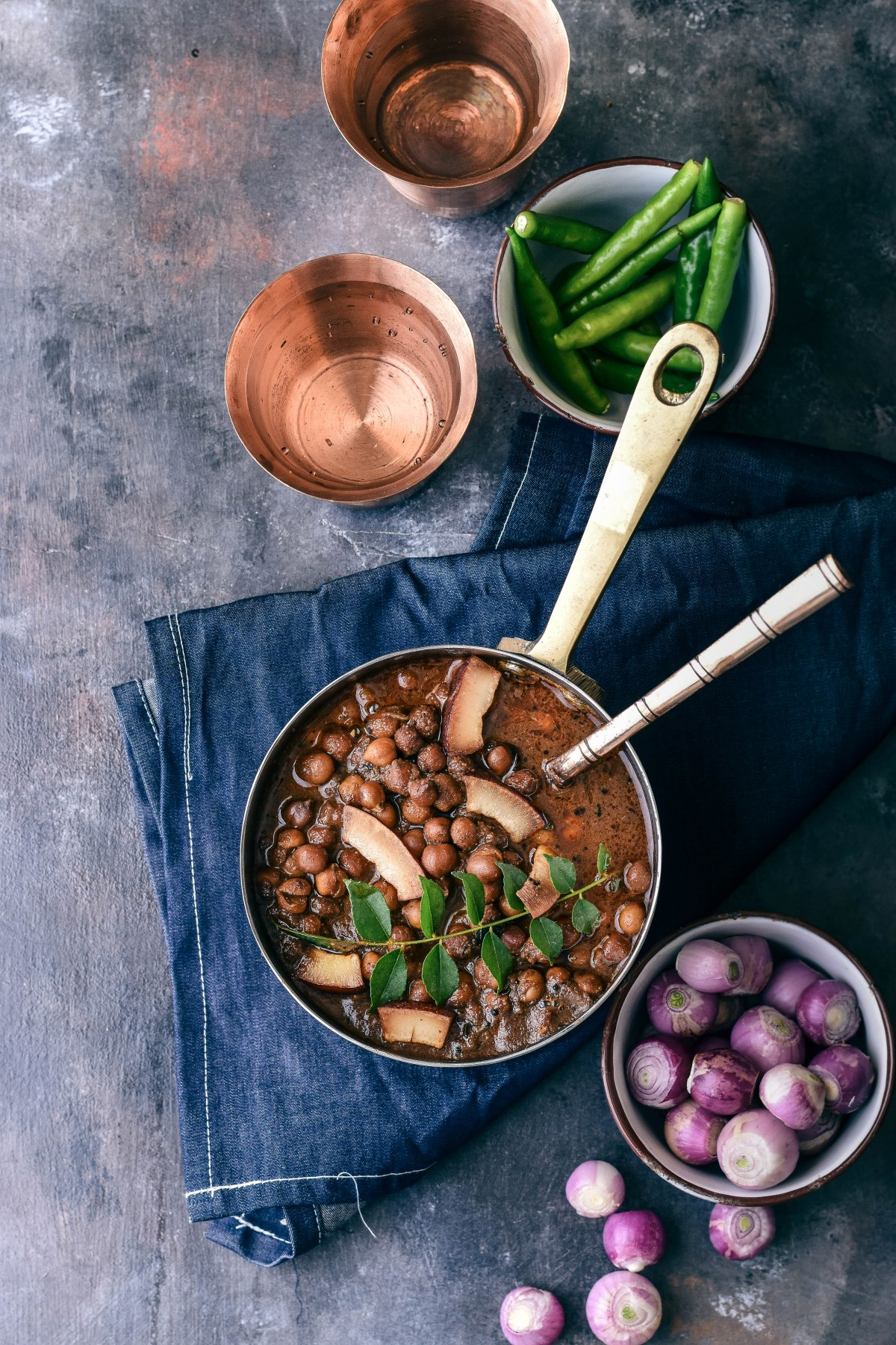 Malayali Kadala Curry – Black Chickpea Curried in roasted Coconut andshallots